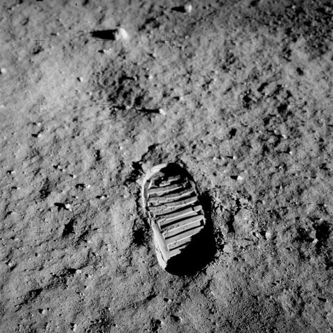 پاسخ هایی برای شکاکان سفر انسان به ماه